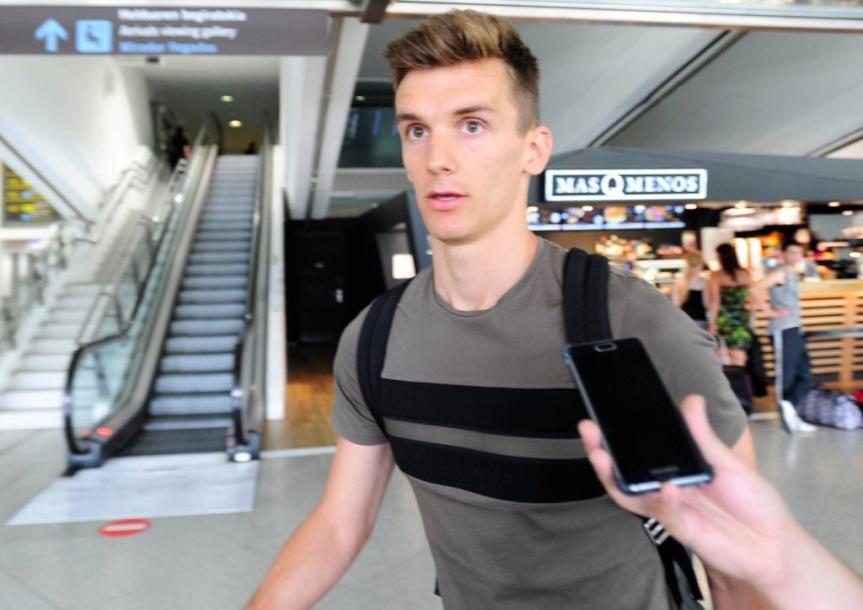 Diego Llorente llega a San Sebastián para firmar por laReal